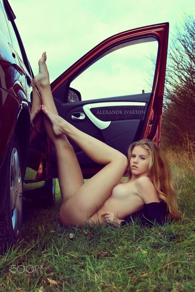 Young girl Nude in the car