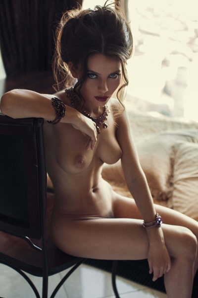 Kris Strange: a Beautiful and naked girl