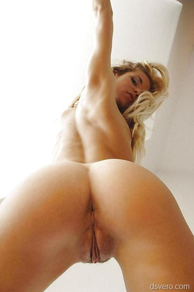 Naked woman: bottom view